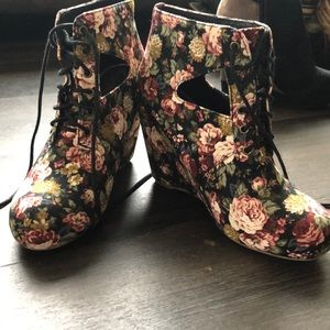 Shoes - Floral booties